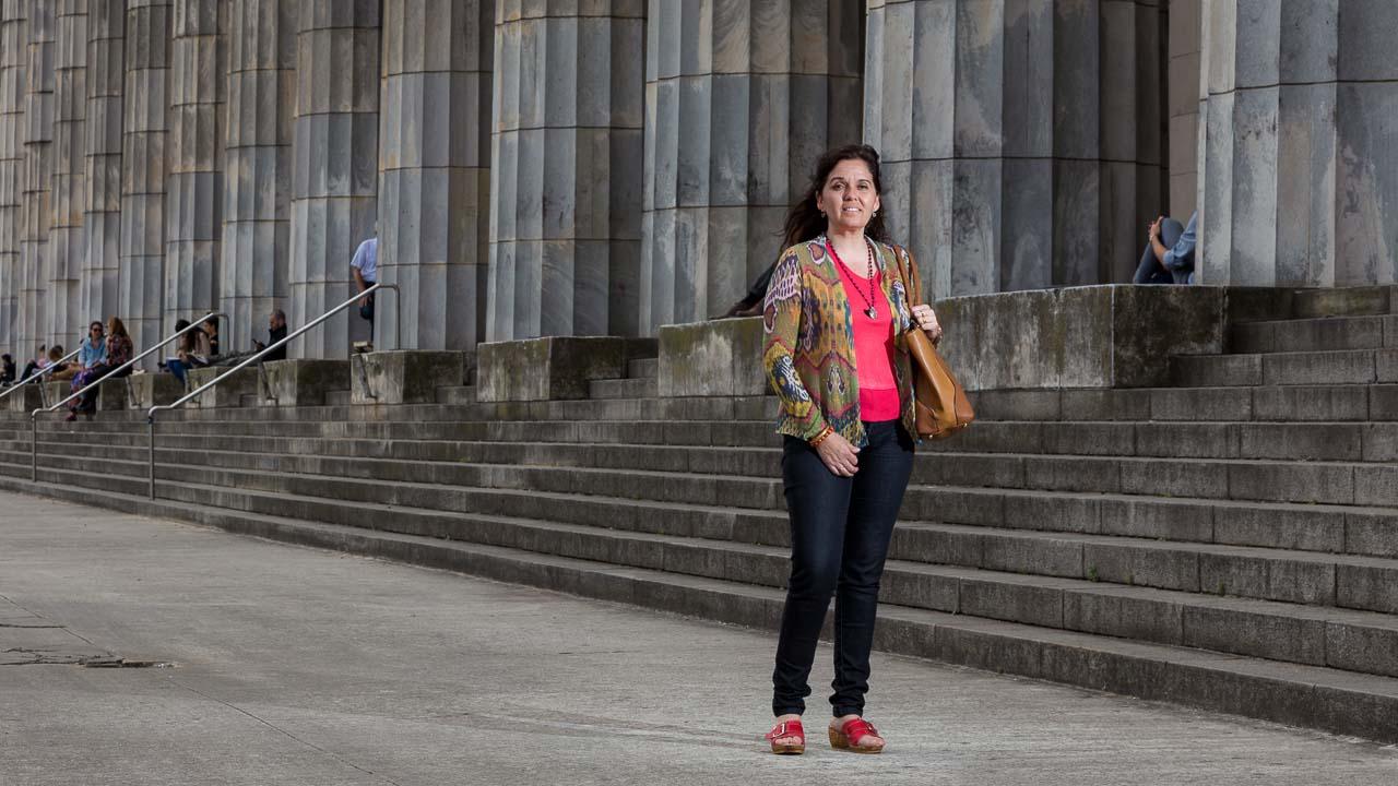 fotografía de un retrato en estilo periodístico para revista Epoca de Brasil de una estudiante en a la facultad de derecho de Buenos Aires