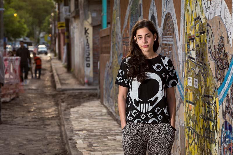retrato periodístico para revista Época de Brasil de una voluntaria del barrio Mitre en Nuñez