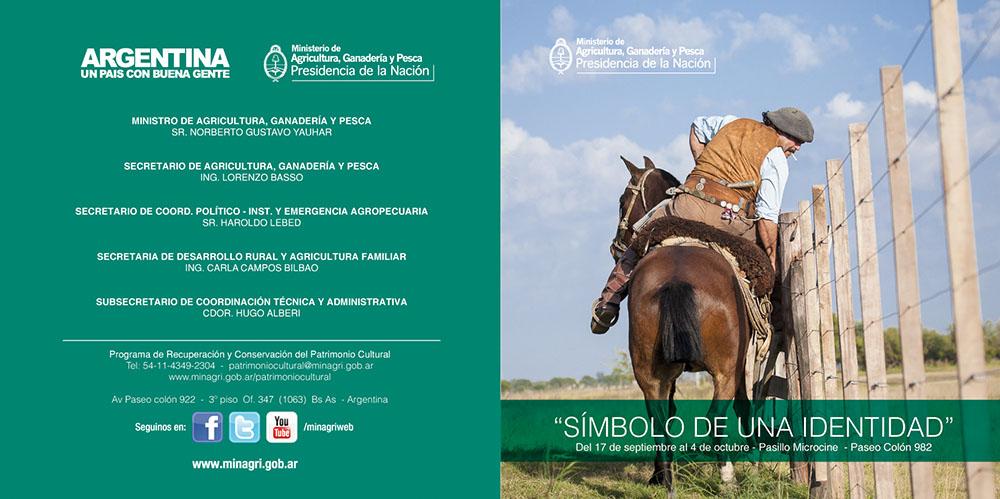 Tapa y contra tapa del folleto de invitación de la muestra para el día del caballo organizada anualmente por el  Ministerio de agricultura, ganadería y pesca, donde fueron elegidas 7 fotografías de Marco Guoli, Buenos Aires