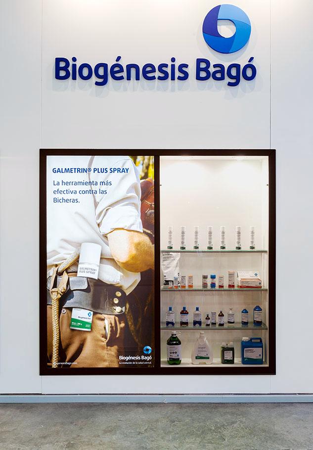 STAND BIOGENESIS-BAGO, AFICHE PUBLICITARIO CON FOTO DE MARCO GUOLI EN LA EXPOSICION RURAL 2014, CIUDAD AUTONOMA DE BUENOS AIRES, ARGENTINA (PHOTO © MARCO GUOLI - ALL RIGHTS RESERVED)
