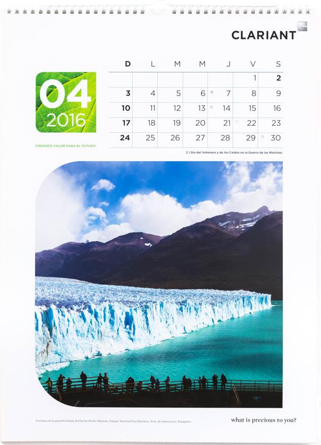 Página del mes de abril del Calendario corporativo Clariant Argentina, con una foto del glaciar Perito Moreno, Santa Cruz