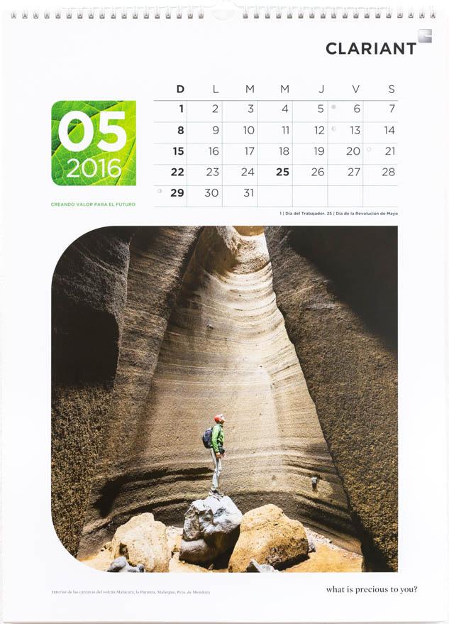 Página del mes de mayo del Calendario corporativo Clariant Argentina, con una foto del volcán Malacara, Mendoza