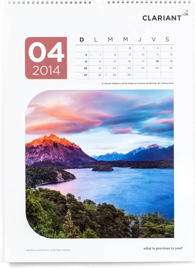 Página del mes de abril del Calendario corporativo Clariant 2014, con una fotografía del Lago Nahuel Huapi en Bariloche de Marco Guoli