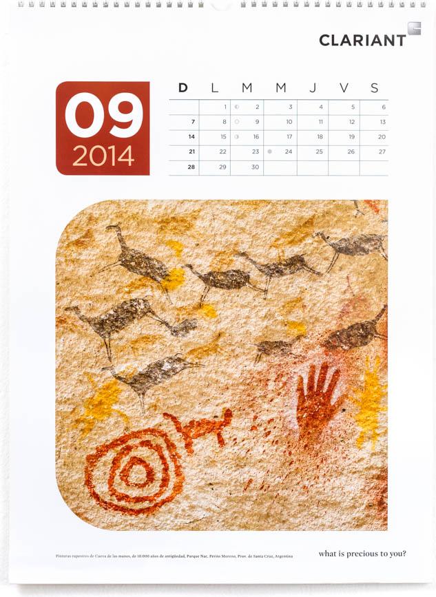 Página del mes de septiembre del Calendario corporativo Clariant 2014, con una fotografía de cueva de las manos de Marco Guoli