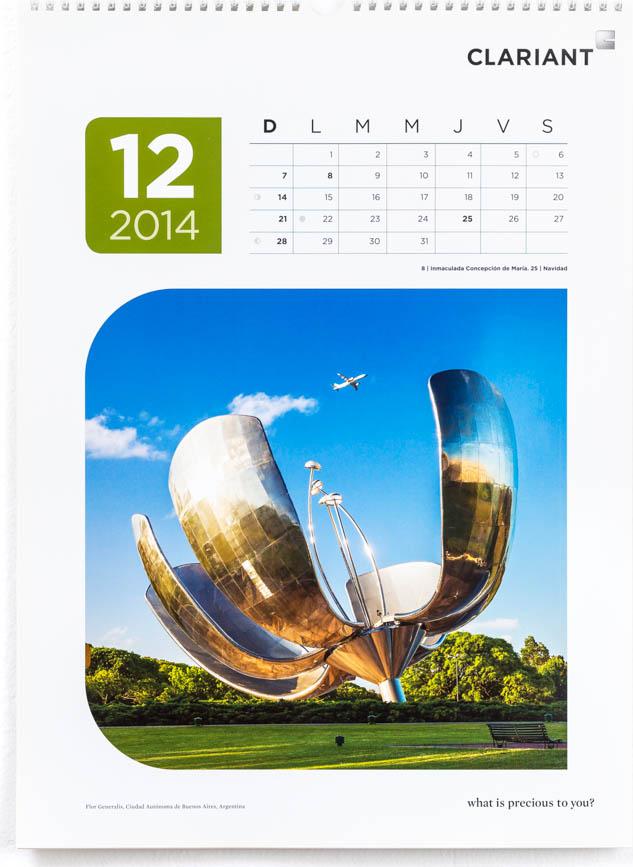 Página del mes de diciembre del Calendario corporativo Clariant 2014, con una fotografía de la Floralis Genérica de Buenos AIres de Marco Guoli