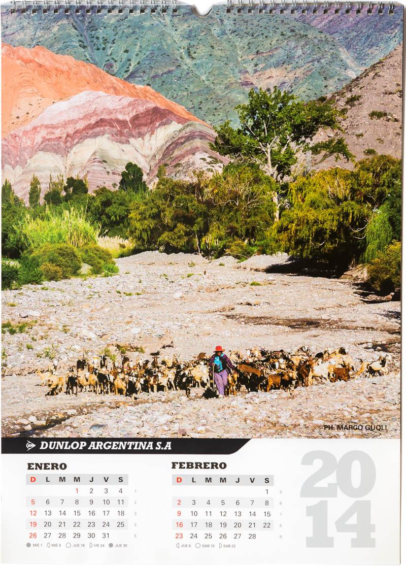 Página del bimestre enero febrero del Calendario empresarial Dunlop Argentina 2014 con una foto de un pastor con su rebaño de cabras y ovejas en el lecho del río Purmamarca en Jujuy del Banco de imágenes de Marco Guoli