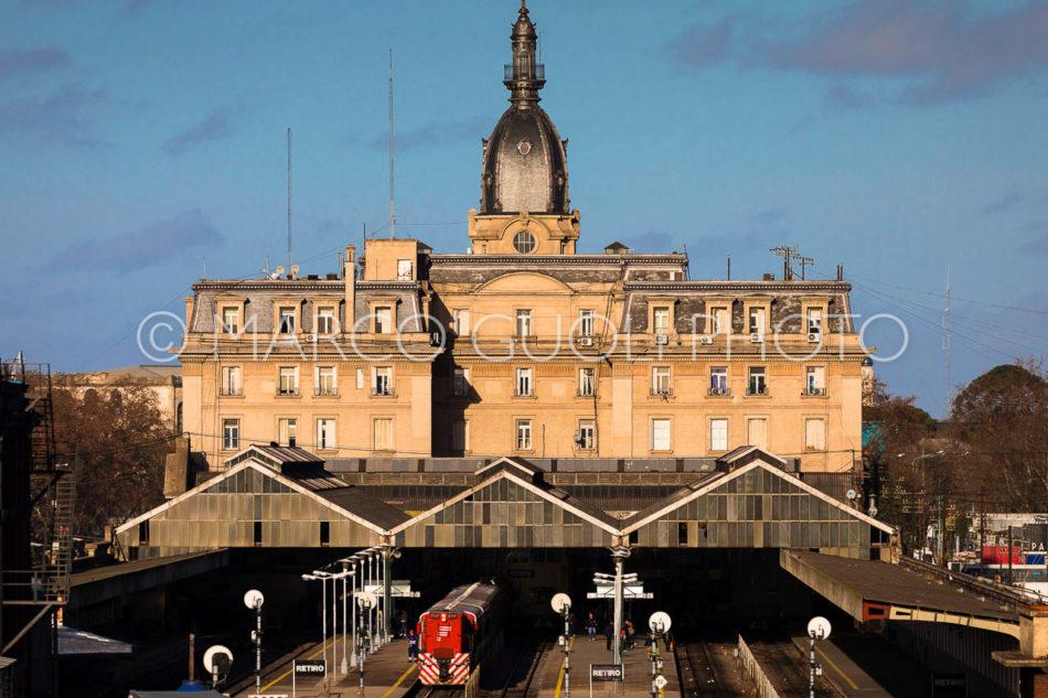 Calendario Argentina 2018, mes de mayo con la estación ferrocarril Retiro Belgrano, Ciudad autónoma de Buenos Aires