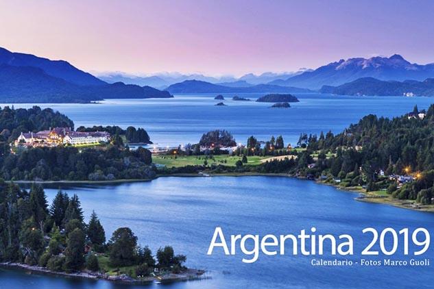 Tapa del Calendario Argentina 2019 con los lagos de Bariloche al anochecer, Río Negro, Argentina