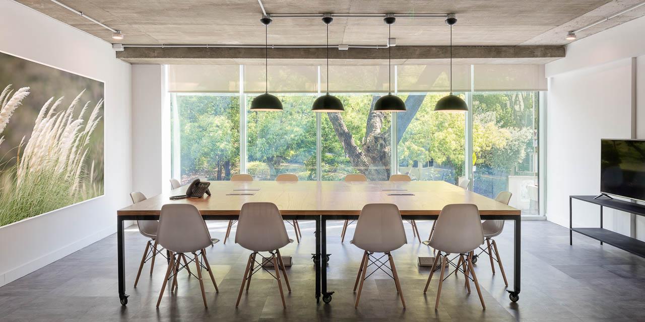 Arquitectura de interiores de una oficina de coworking, Belgrano, Buenos Aires