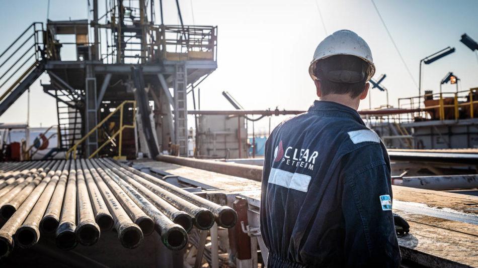 Fotografía de un obrero de una empresa de servicios petroleros de Workover en Chubut, Argentina