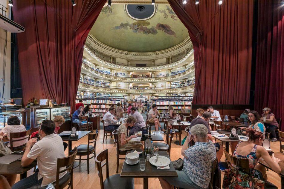 Imagen de calidad profesional de la librería El Ateneo Grand Splendid vista desde el Bar escenario, Buenos Aires