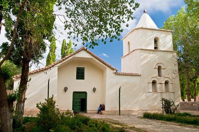 Décima página con el mes de octubre del Calendario Argentina 2013 y una fotografía de la iglesia de Yavi, Jujuy