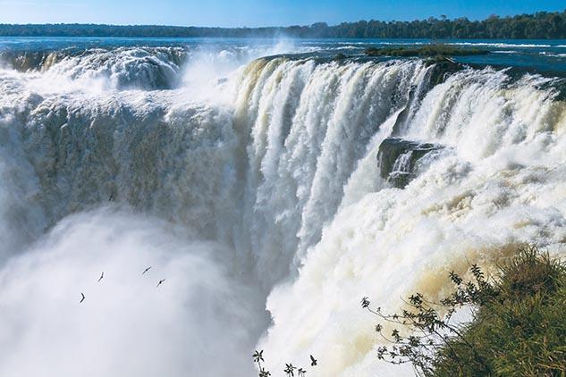 Tepágina con el mes de enero del Calendario Argentina 2013 y una fotografía de Cataratas del Iguazú, Misiones