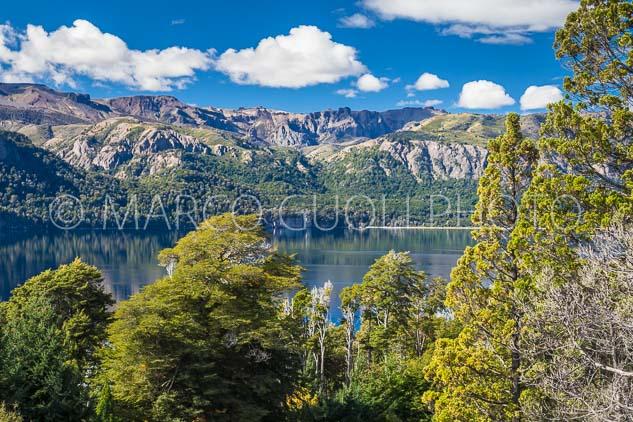 Calendario Argentina 2018, mes de diciembre con el Lago Traful, Neuquén