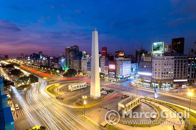 Segunda página con el mes de febrero del Calendario Argentina 2013 y una fotografía del Obelisco de Buenos Aires