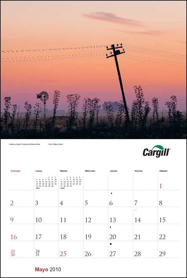 Imagen de la página del mes de mayo del Calendario empresarial Cargill Argentina con una fotografía de un atardecer del Banco de imágenes de Marco Guoli, Buenos Aires