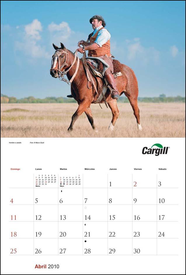 Imagen de la página del mes de abril del Calendario empresarial Cargill Argentina con una fotografía de un paisano a caballo del Banco de imágenes de Marco Guoli, Buenos Aires