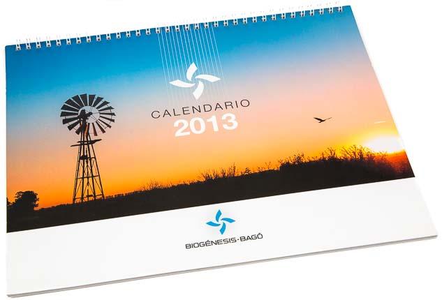 Tapa del Calendario empresarial Biogénesis-Bagó con una imagen de un molino de viento durante la puesta de sol del Banco de imágenes de Marco Guoli, Argentina