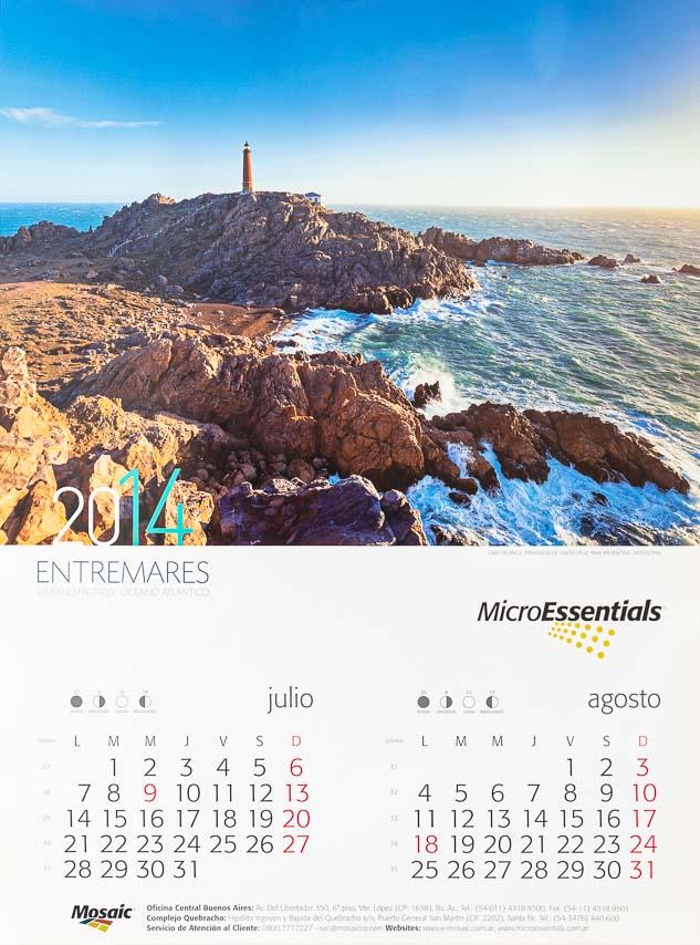 Página del Bimestre julio - agosto del Calendario corporativo Mosaic 2014, con una fotografía en alta resolución del Banco de imágenes de Marco Guoli de Cabo Blanco, Santa Cruz, Argentina