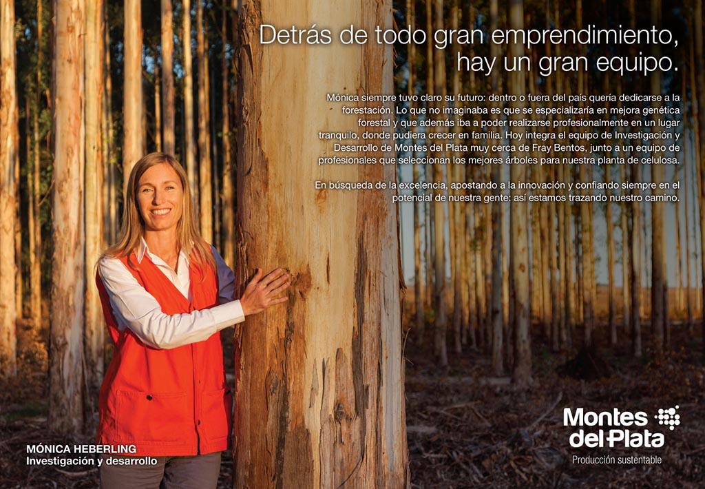 Anuncio en doble página de la Campaña publicitaria Montes del Plata, Uruguay, con una fotografía Retrato en un bosque realizado por Marco Guol