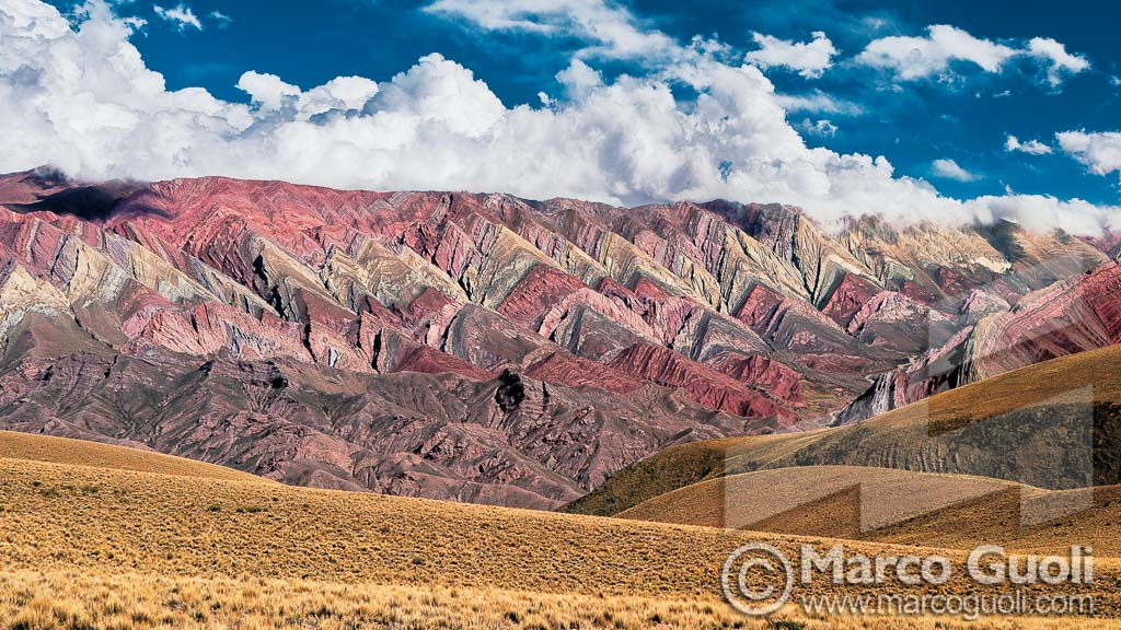 imagen de las Serranías del Hornocal en alta resolución del Banco de imágenes de Marco Guoli publicada en el bimestre marzo abril del Calendario Mosaic