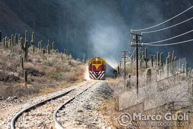 Foto del tren a las nubes para un artículo de la revista Eisenbahn Romantik,  proveídas por el Banco de imágenes de Marco Guoli