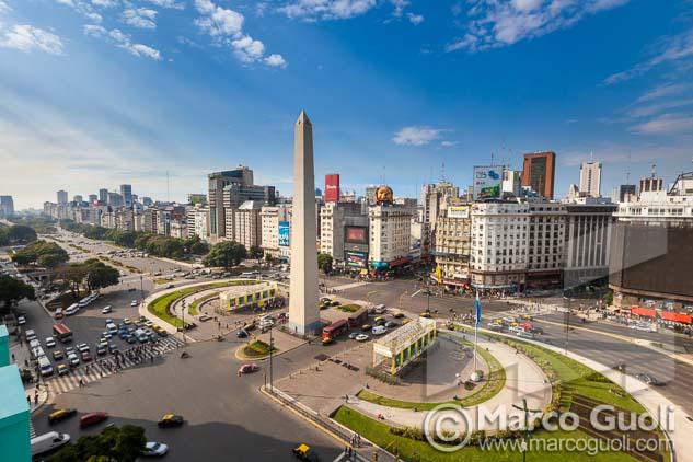 Imagen de calidad profesional del obelisco del fotografo Marco Guoli para Tapa de Páginas Amarillas del volumen de la ciudad de Buenos Aires