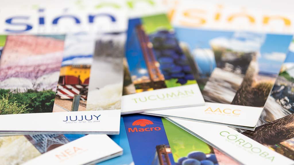 Tapas de las revistas banco Macro con fotos de Argentina del Banco de imágenes Marco Guoli