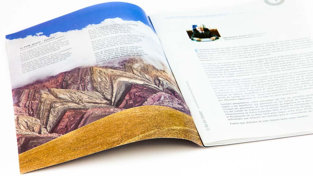 Retiración de tapa de la revista del Instituto Geográfico Nacional con una fotografía de Marco Guoli del Hornocal