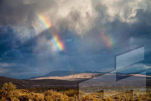 La pagina del mes de junio del Calendario Argentina 2021, con una foto de un arco iris en Bardas blancas, Argentina