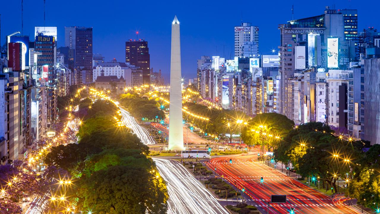 Fotografía de la arquitectura de la Avenida 9 de julio, Buenos Aires, Argentina