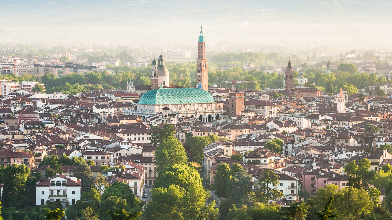 Fotografía panorámica de Vicenza, Italia