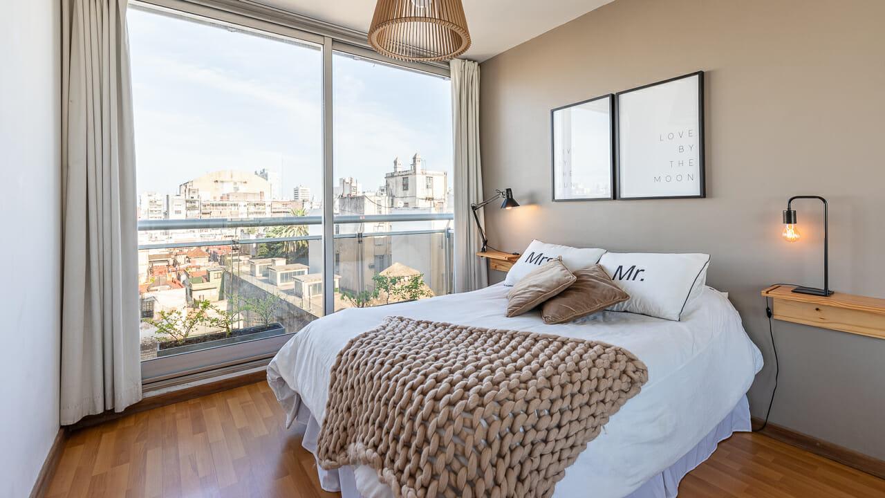 Foto de los interiores de un dormitorio en un departamento en San Telmo, Buenos AIres, Argentina