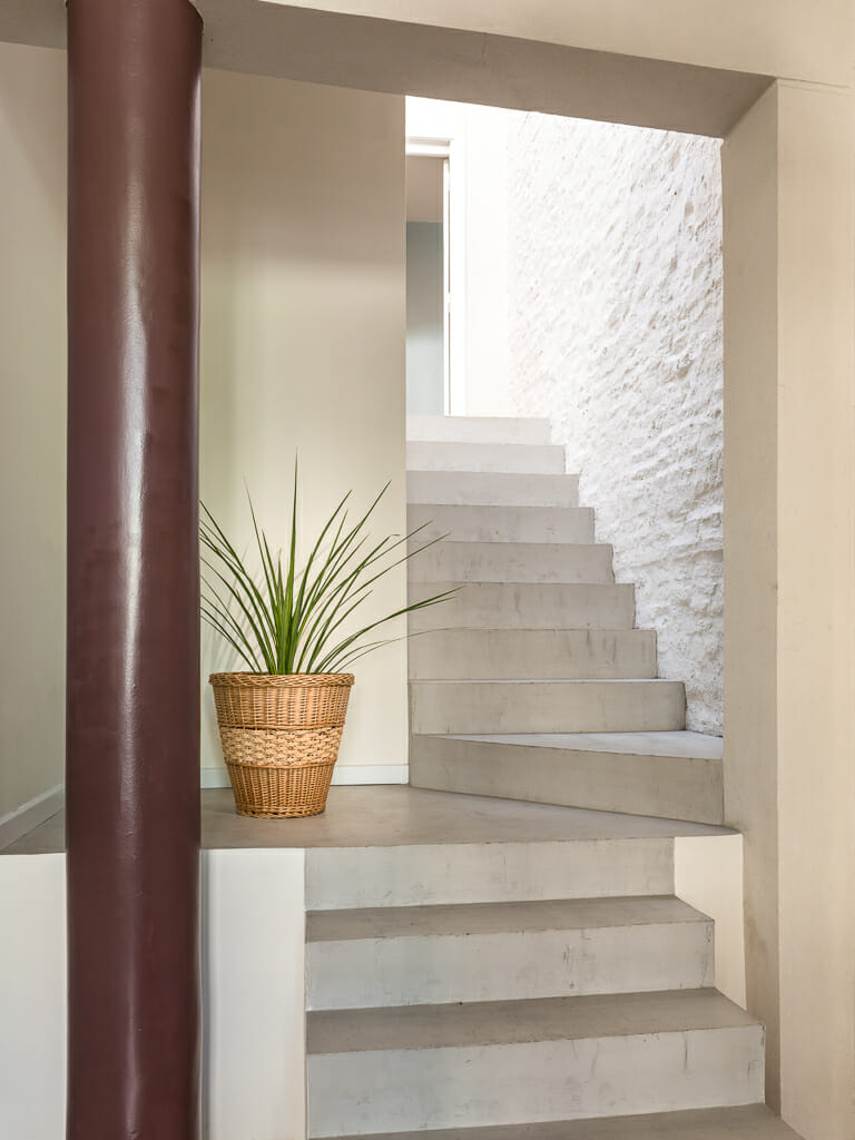 Foto de unas escaleras en los interiores de un departamento en Palermo, Buenos AIres, Argentina