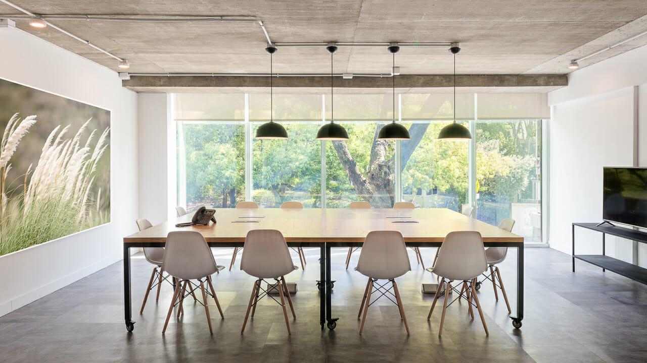 Foto de los interiores de un espacio de coworking, Buenos AIres, Argentina