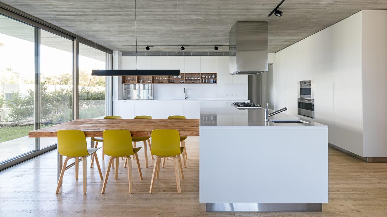Foto de los interiores de una cocina en una casa en Nordelta, Tigre, Argentina