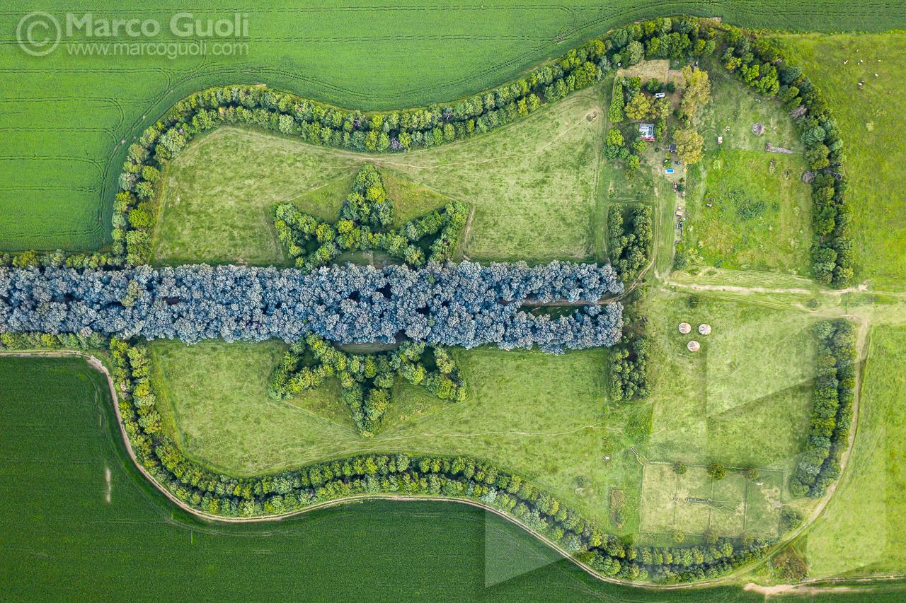 Fotografía aérea cenital donde se aprecia las especies de árboles utilizadas para dibujar el parque