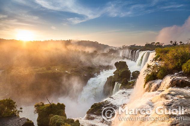 Mes de junio del Calendario Argentina 2015 con una imagen de Cataratas del Iguazú, Misiones