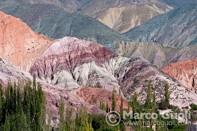 Foto del Cerro 7 colores realizada a la mitad de la mañana, cuándo el sol tiene un buen ángulo con el sujeto y resalta su textura, Jujuy